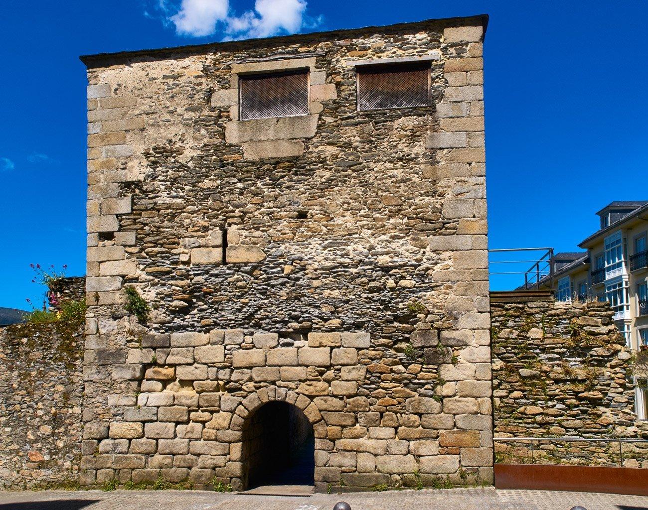 Porta do Valado-Viveiro