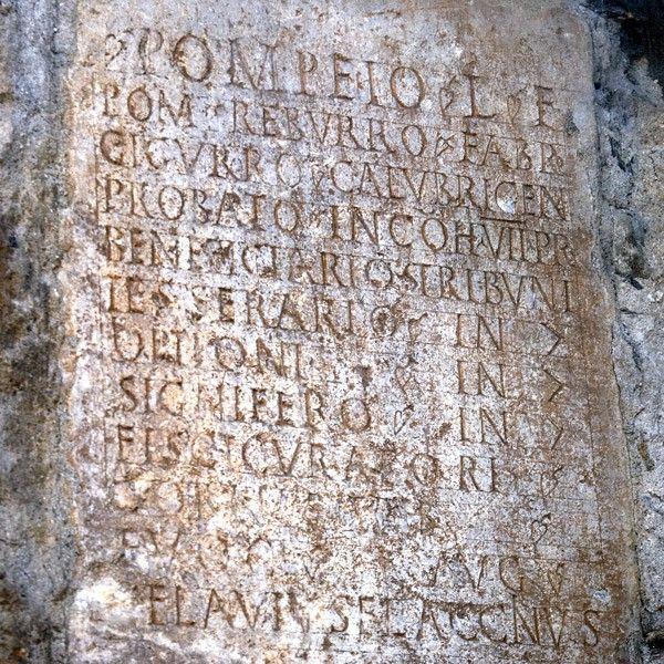La lápida romana de A Rúa Vella