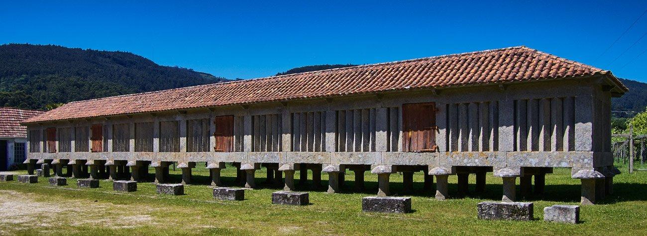 Horreo del monasterio de Poio