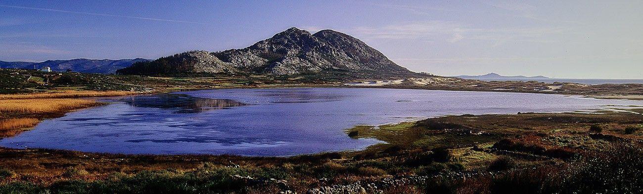 Monte y laguna de Louro - Muros