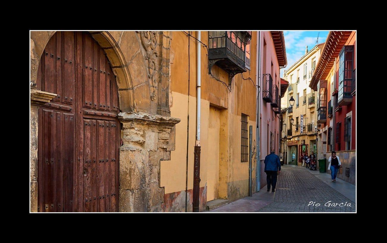 Calle Serrano León