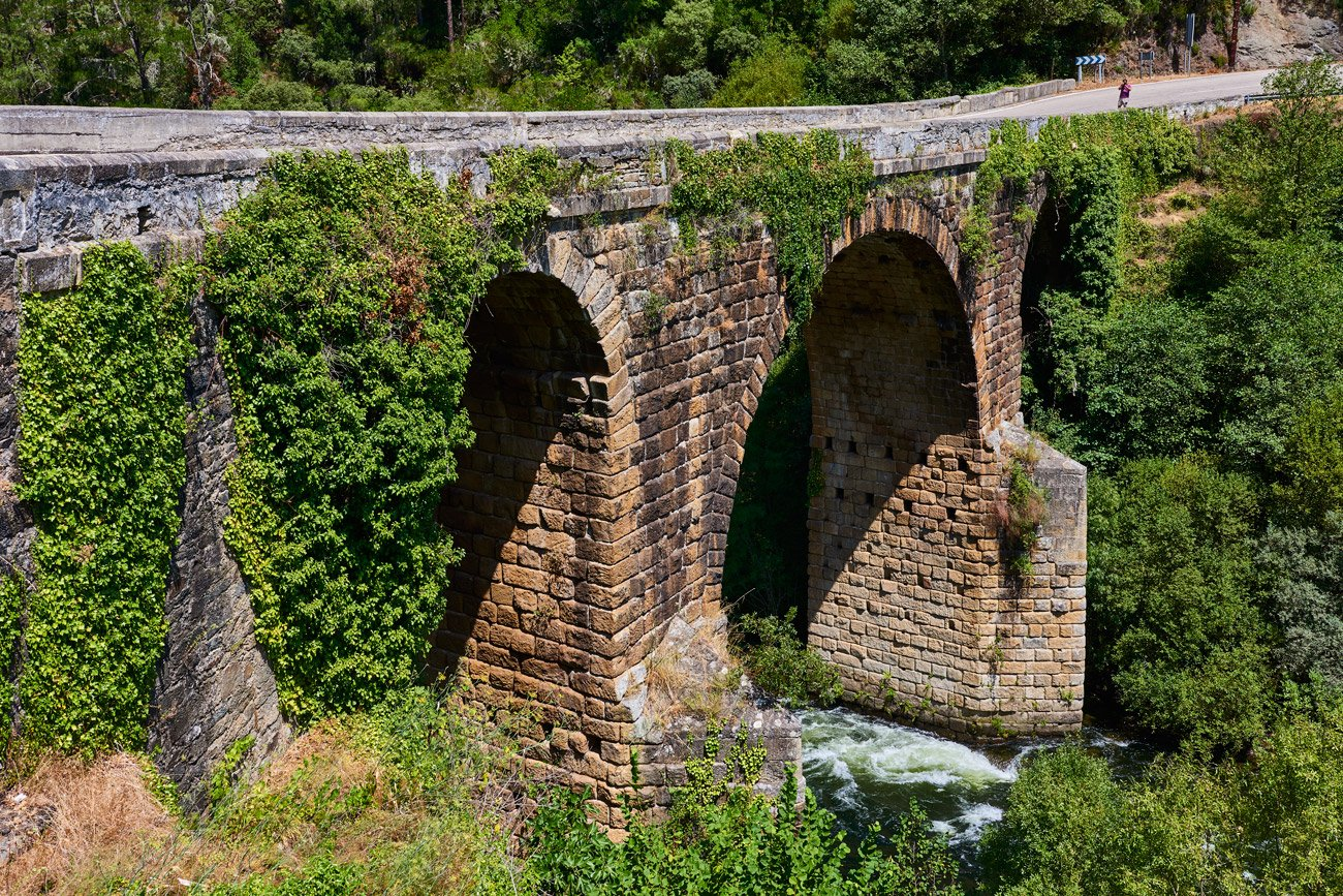 Puente romano sobre el Rio Bibei - Ourense