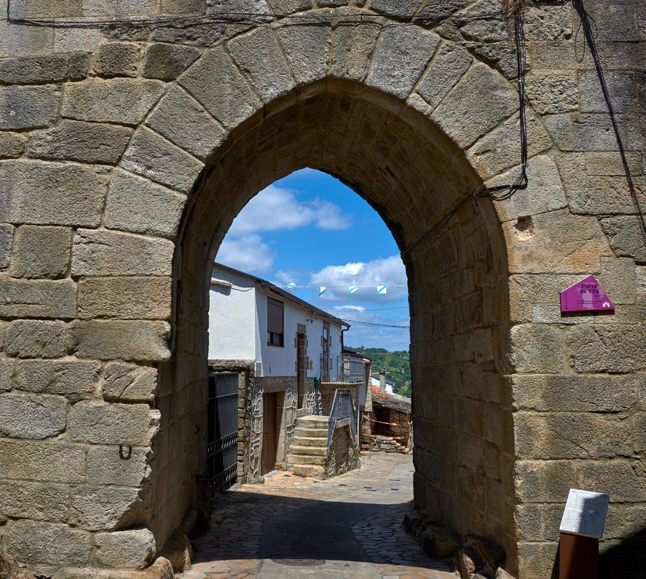 Porta da Vila - Manzaneda