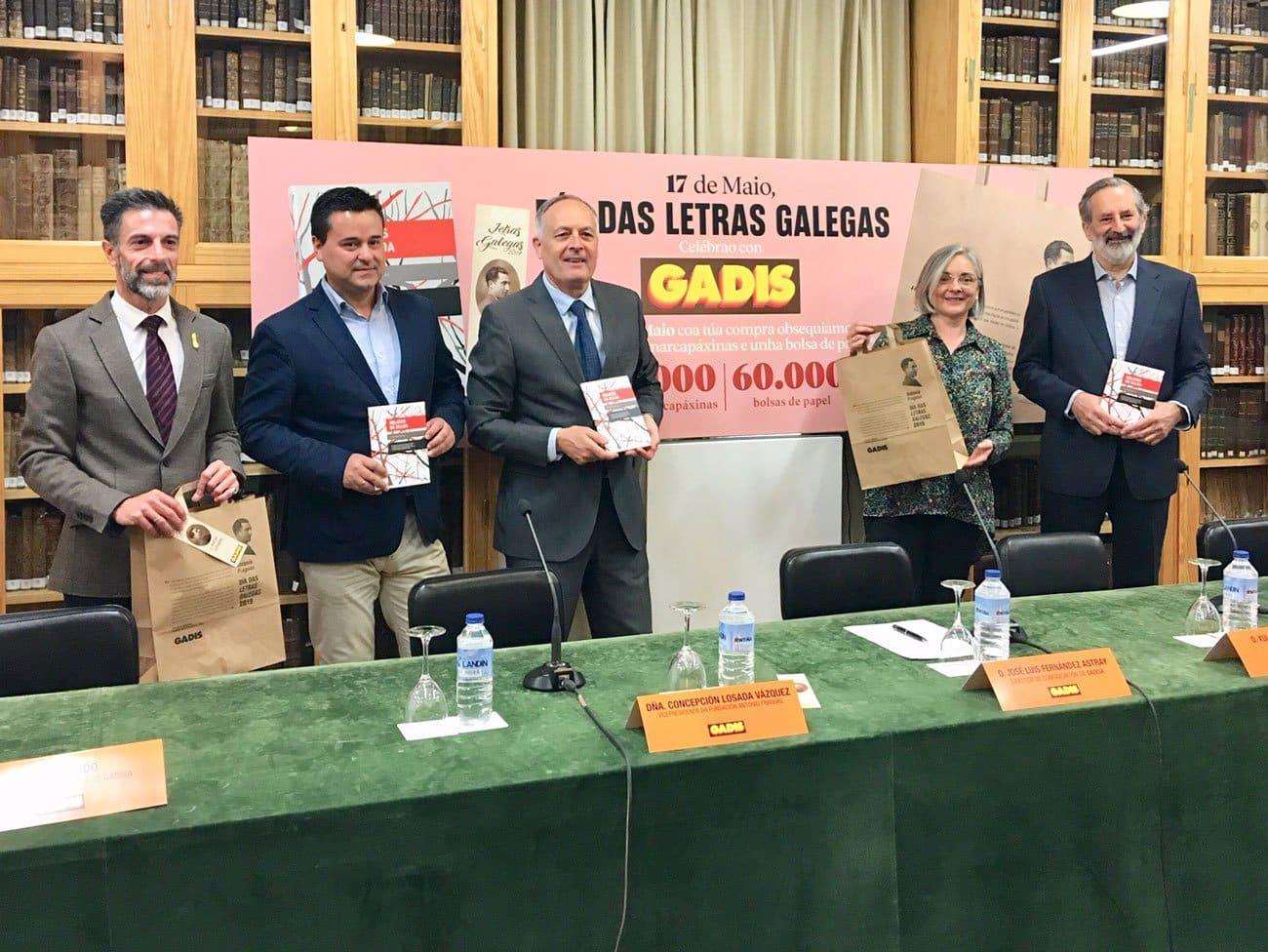 GADIS edita 30.000 libros e difunde o legado de Antonio Fraguas en marcapáxinas e bolsas da compra ao fío das letras galegas