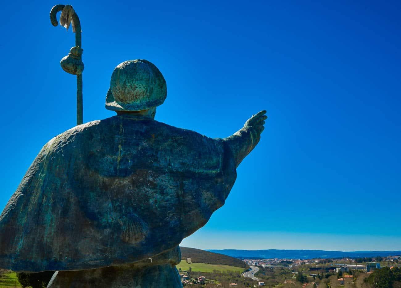 Monte do Gozo desde el camino de Santiago del norte