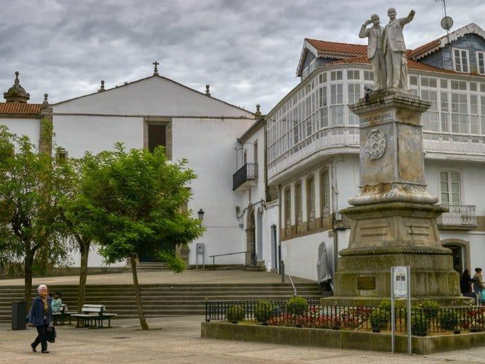 plaza de los Irmáns García Naveira
