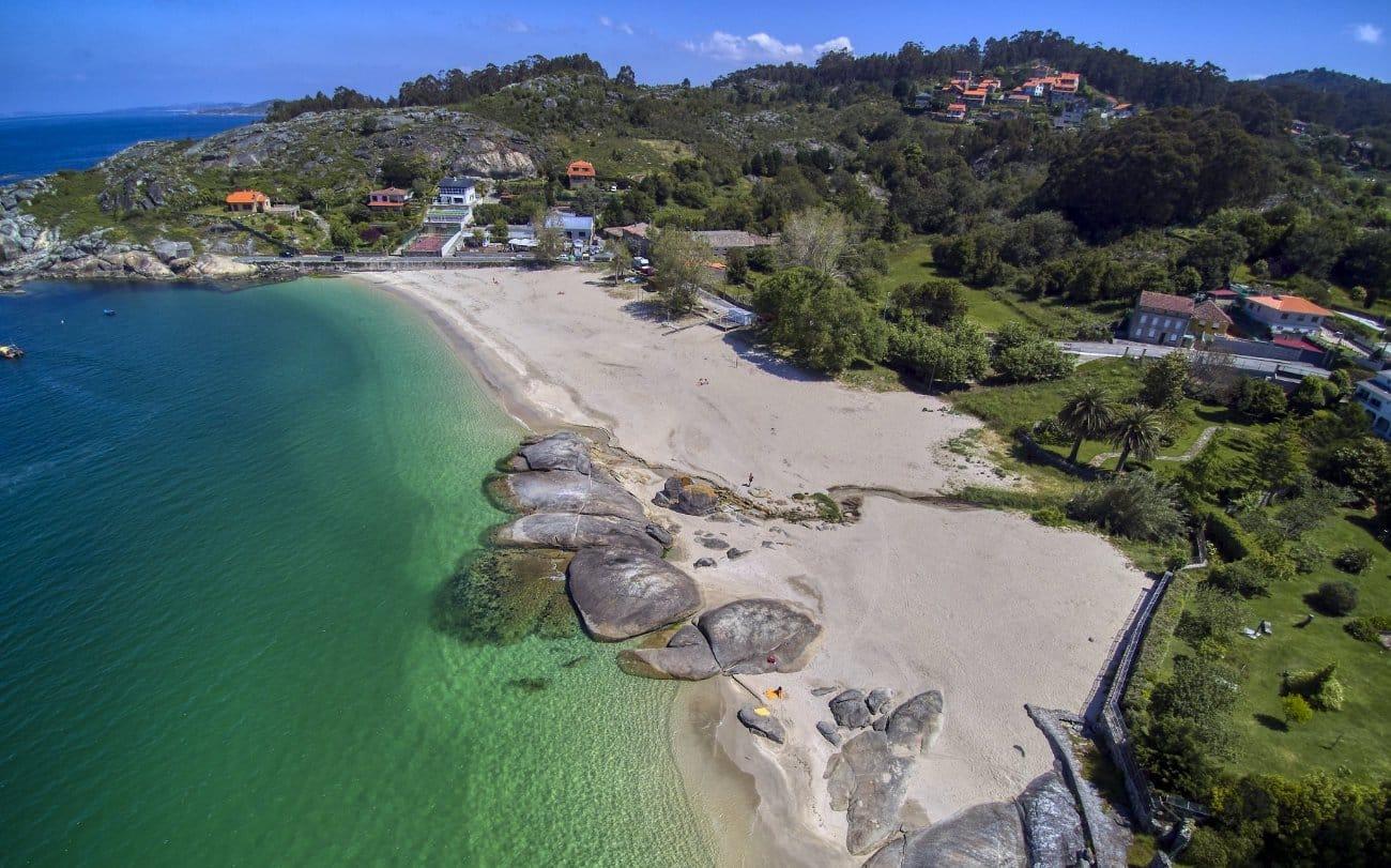 Playa de Menduiña en las Rías Baixas