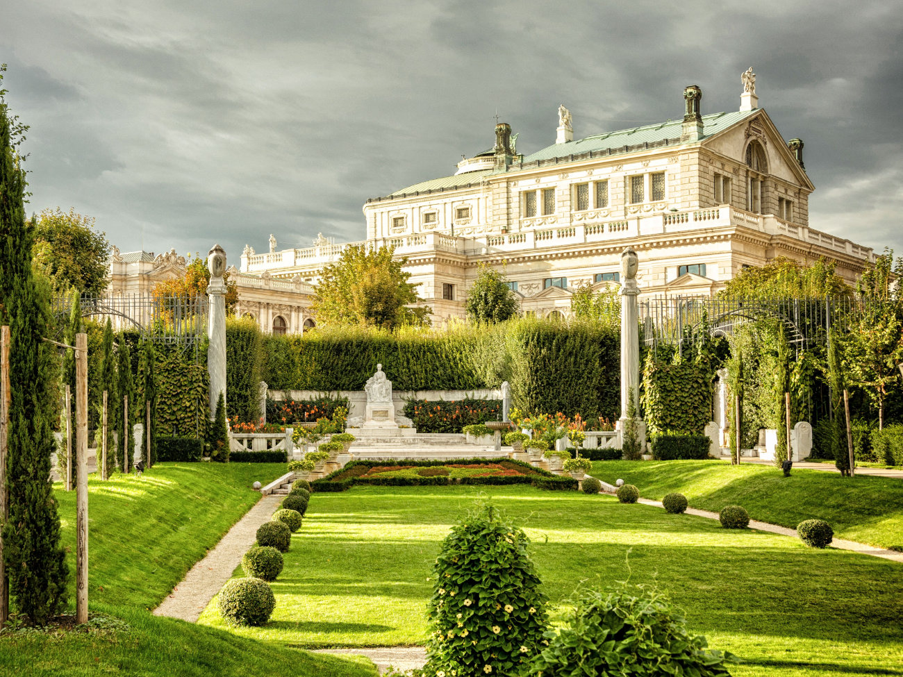 Relajarse en el Volksgarten Viena