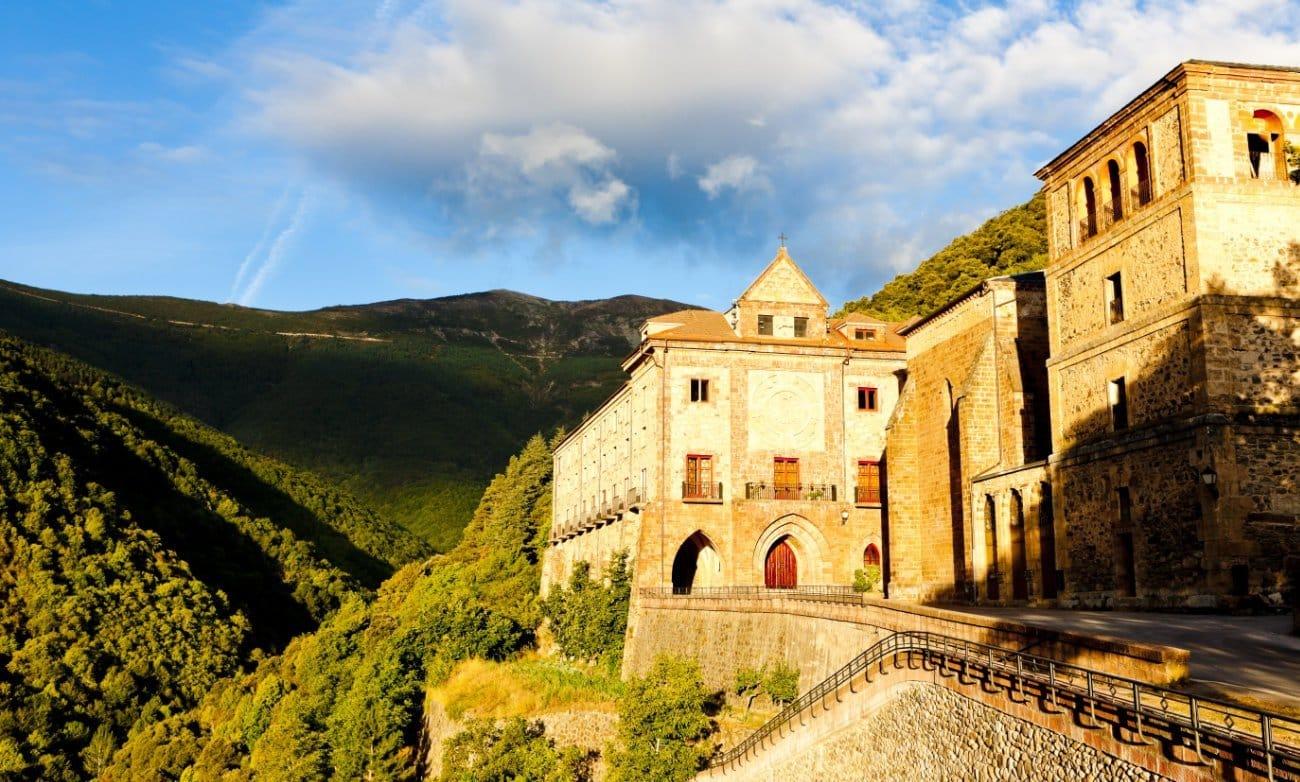 Qué ver en La Rioja: Monasterio de Nuestra Señora de Valvanera La Rioja