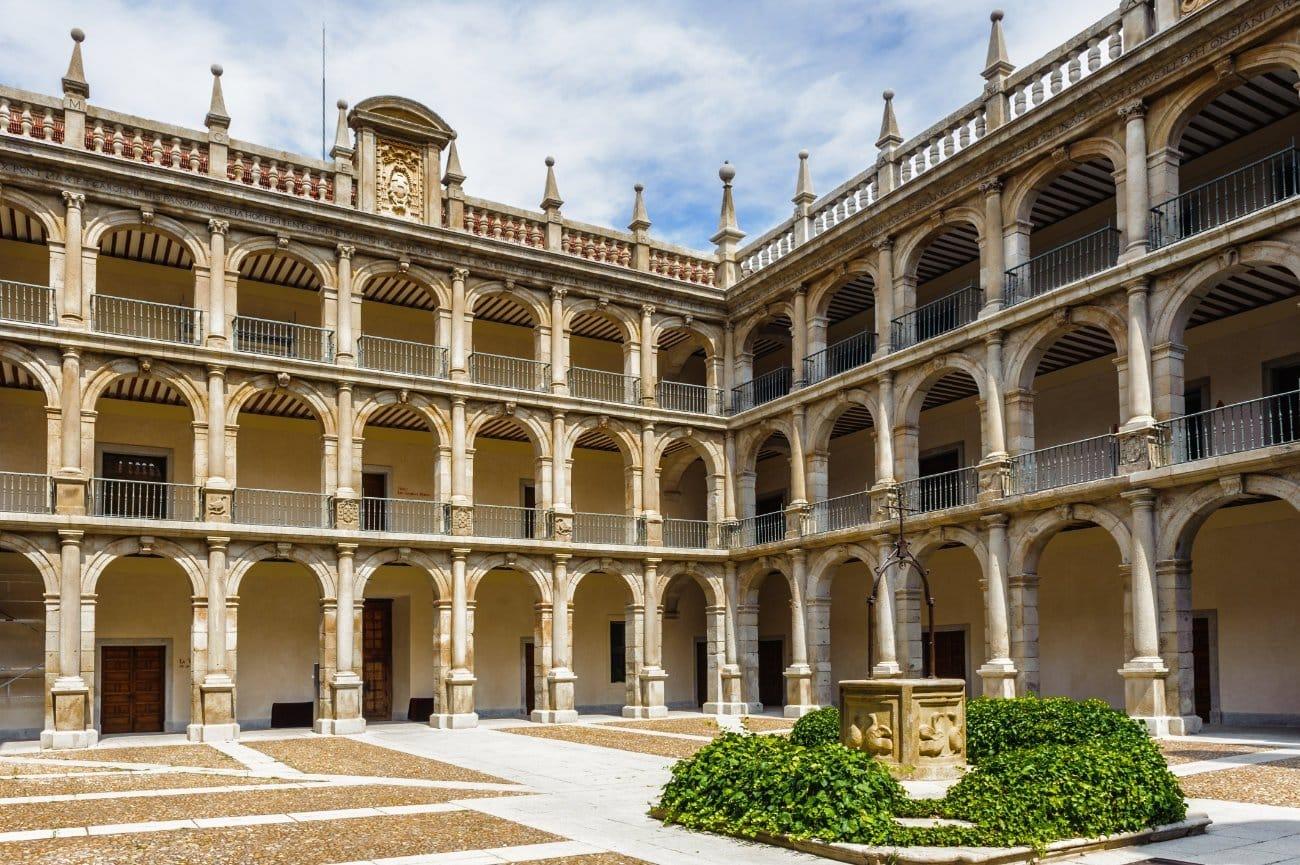Qué ver en La Comunidad de Madrid: Universidad Cisneriana de Alcalá de Henares