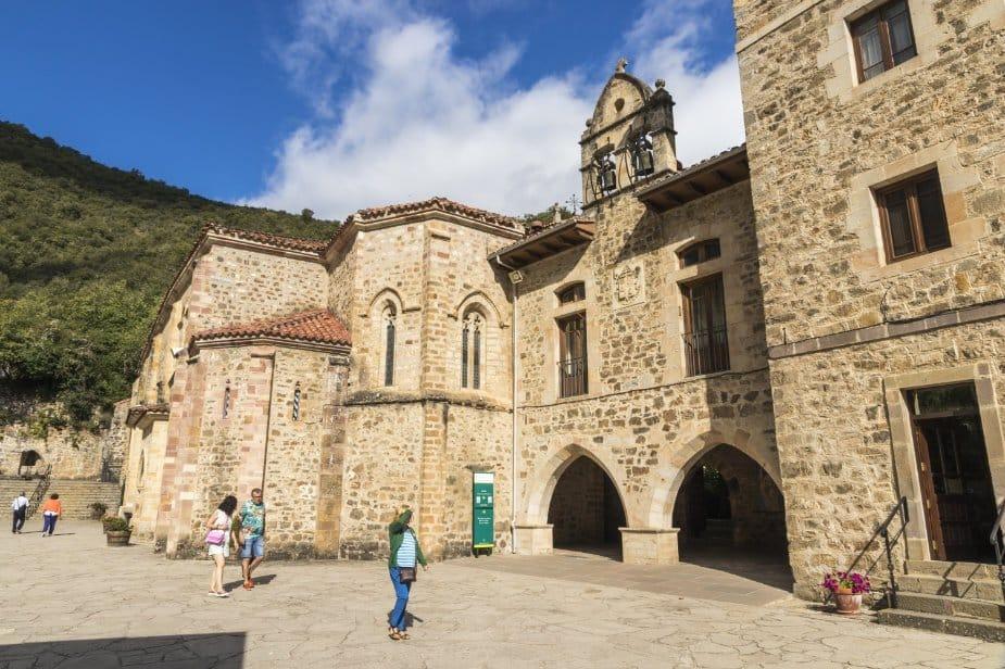 Qué ver en Cantabria: Monasterio de Santo Toribio de Liébana