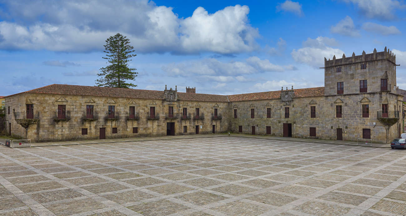 pazo y plaza de Fefiñáns