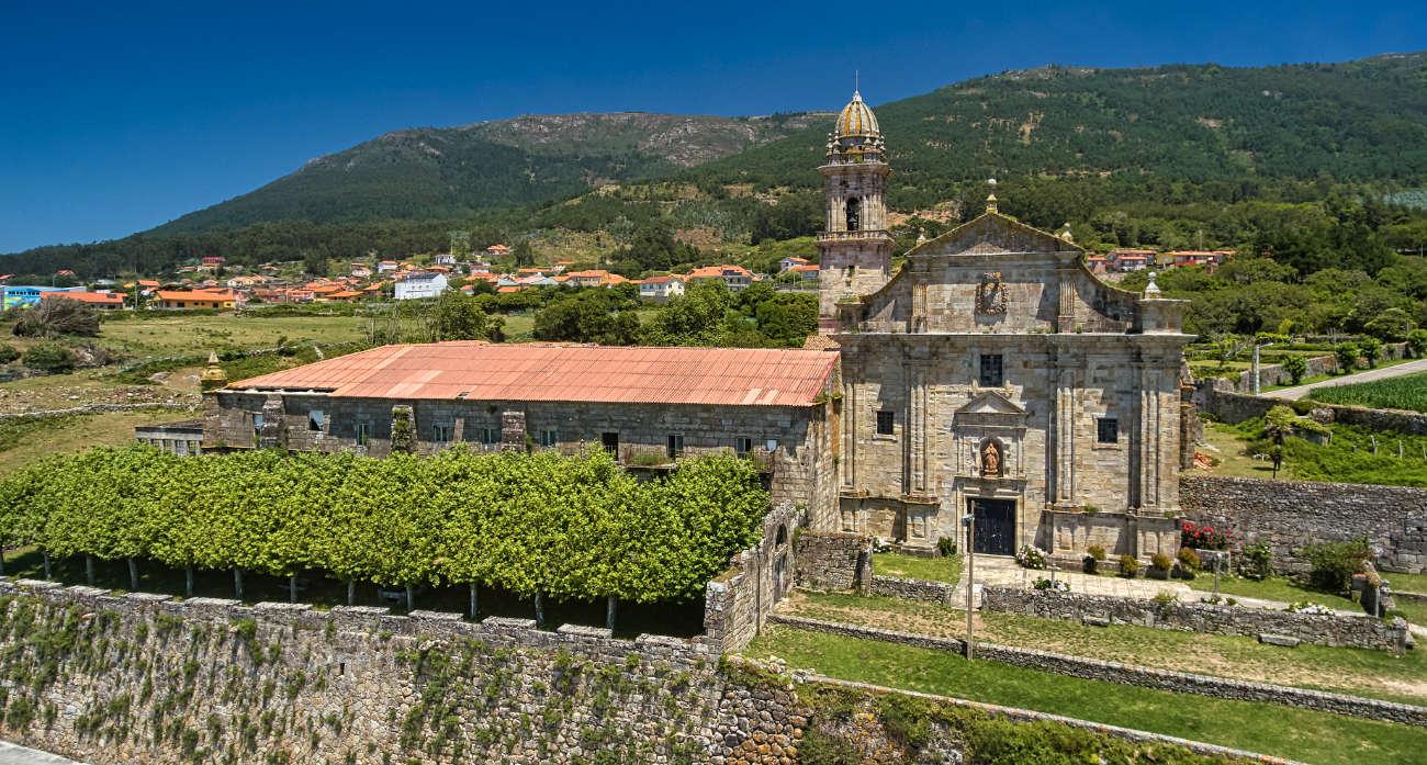 monasterio cisterciense de Santa María de Oia