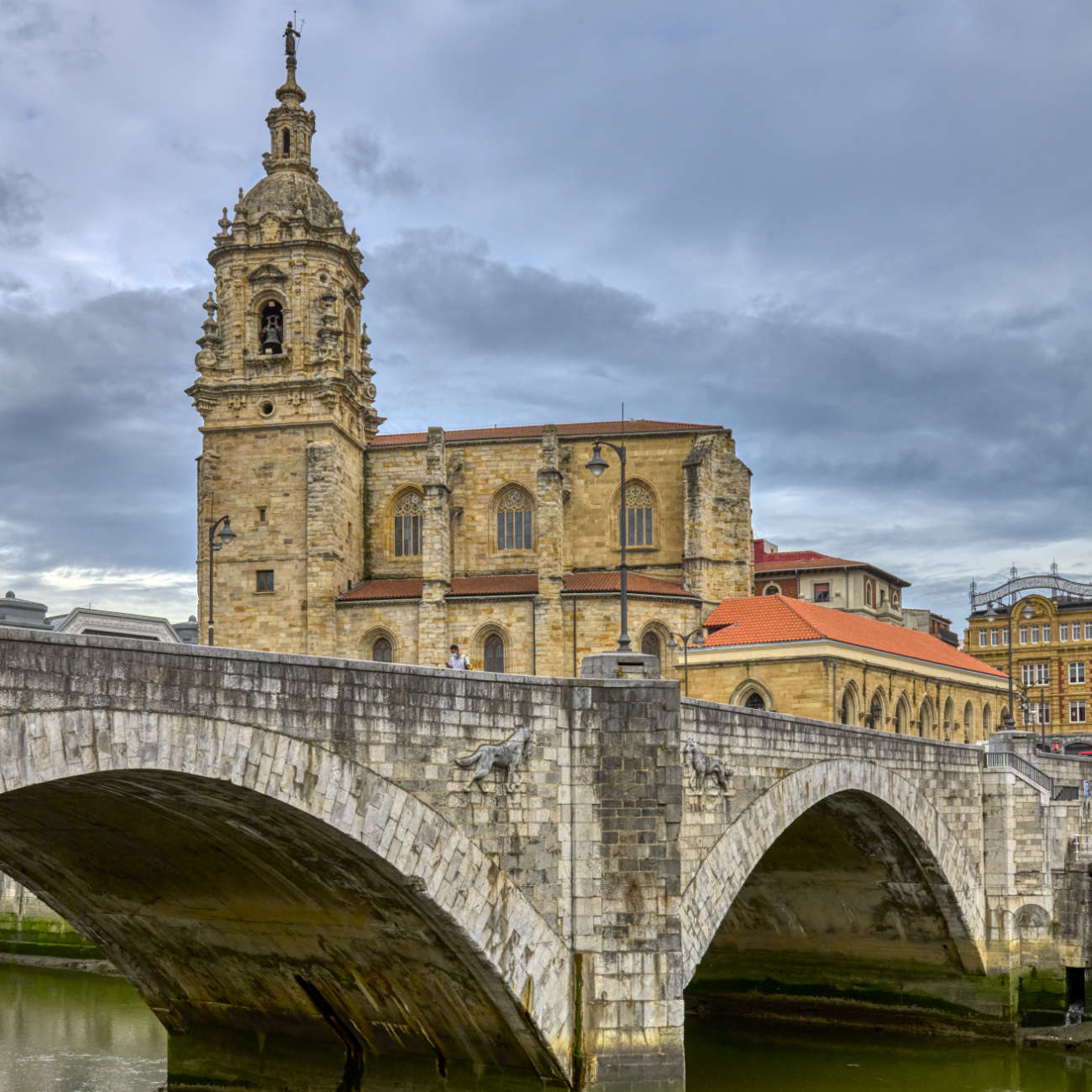 Iglesia y puente de San Antón Bilbao
